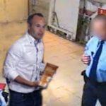 Andrés Iniesta renuncia al Barcelona tras hacerse público un vídeo robando cremas bronceadoras