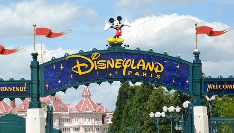 Un niño pide asilo político en Disneyland Paris