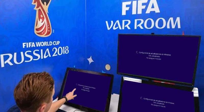 Comienza tarde un partido porque el Windows del VAR estaba actualizando