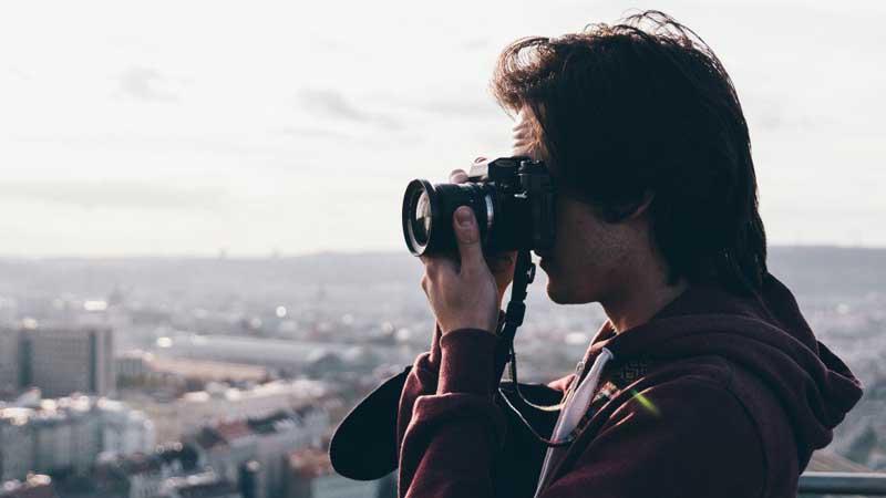 Un japonés denuncia que no ha podido sacar fotos bonitas de Bilbao porque siempre llovía