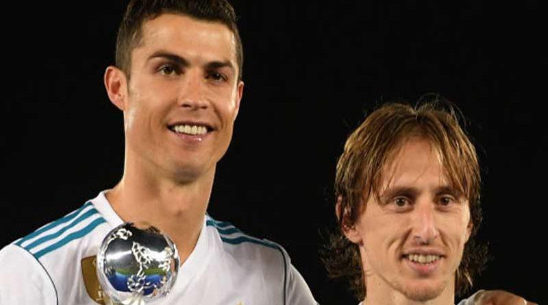 Cristiano le compra el trofeo The Best a Modric