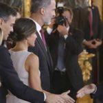 Pedro Sánchez y su mujer saludarán a gente en El Corte Inglés de 7 a 9