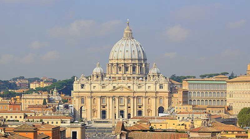 """El Vaticano casará también a no creyentes que prefieran la iglesia """"porque es más bonito"""""""