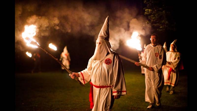 El Ku Kus Klan se reunirá con VOX Andalucía en Semana santa para pasar desapercibido