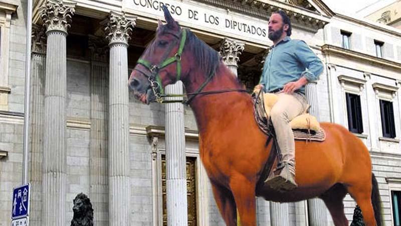 Abascal exige la instalación de un bebedero para su caballo en la puerta del Congreso