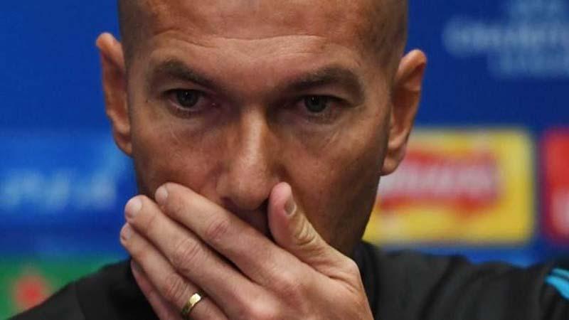Zidane se pregunta si pedirle a Florentino 22 jugadores será mucho
