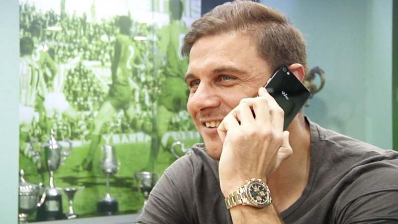 El Betis da permiso a Joaquín para que juegue con el móvil