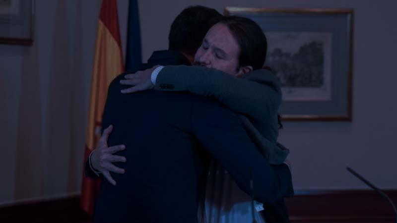 Pablo Iglesias lleva 5 horas abrazando a Pedro Sánchez