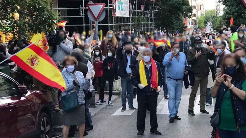 Los manifestantes de Madrid acusan al Gobierno de permitir su manifestación y no disolverlos, poniendo en riesgo sus vidas