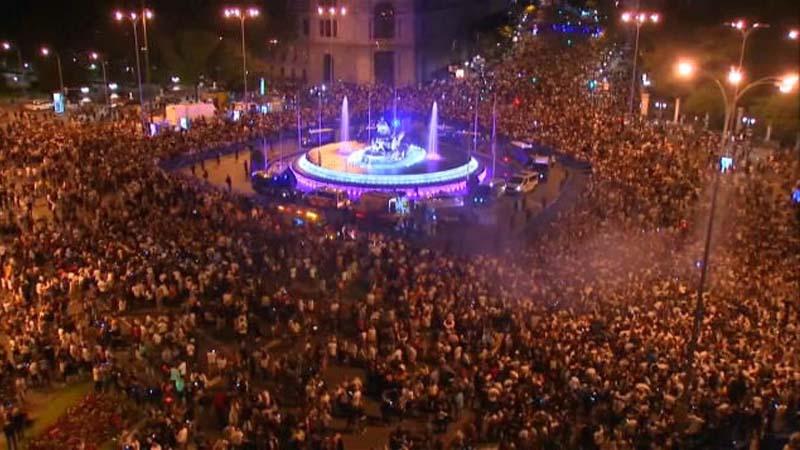 Miles de árbitros se echan a la calle a celebrar el título de liga del Real Madrid
